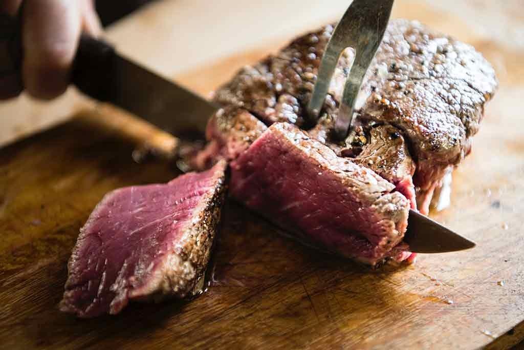 Carne da allevamento biologico certificato prodotta dall'azienda agricola biologica BIOBIO di Vobarno (BS) - vendita al dettaglio, a mezzene e in pacchi famiglia
