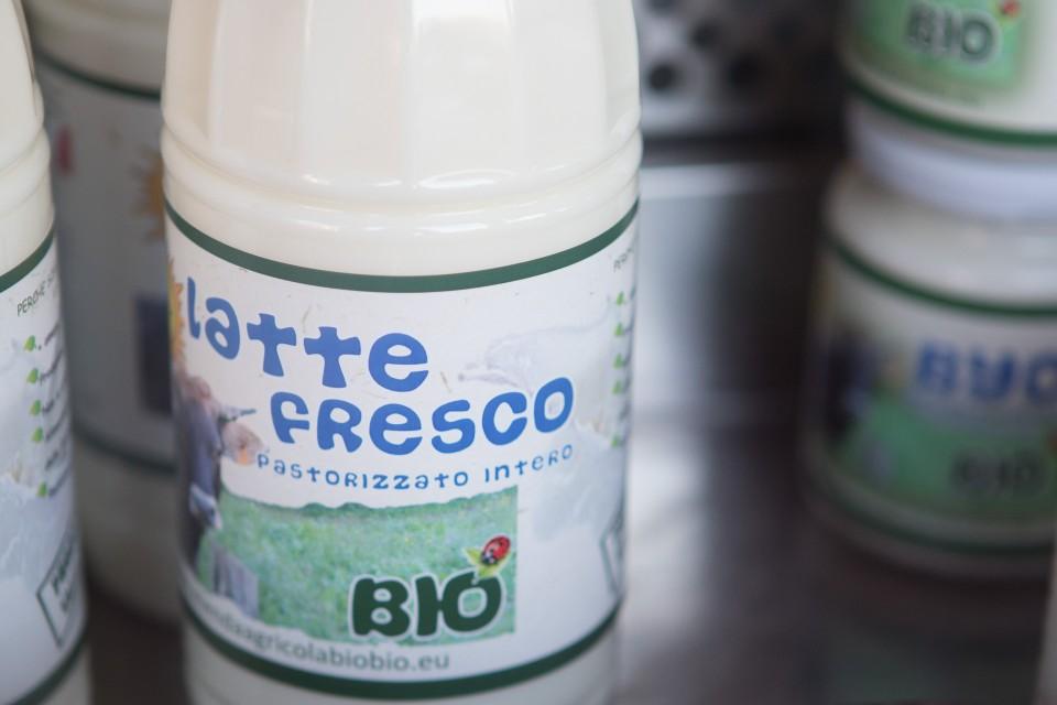 Latte bio certificato dell'azienda agricola biologica BIOBIO di Vobarno (BS)